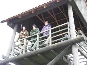 """Komanda """"Naktsputni"""" Lubāna dienvidu dambja tornī.  Foto P. Strautiņš"""