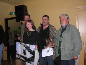 """LOB direktore un uzvarētāju komanda """"Trīs sivēntiņi"""".  Foto: P. Strautiņš."""